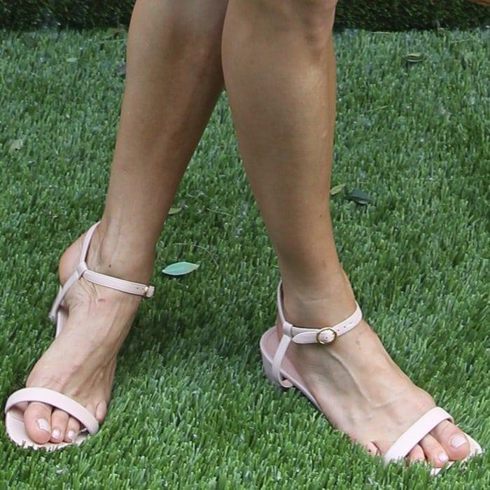 Sienna Miller showing off her feet inlight pink ankle strap sandals from Mansur Gavriel