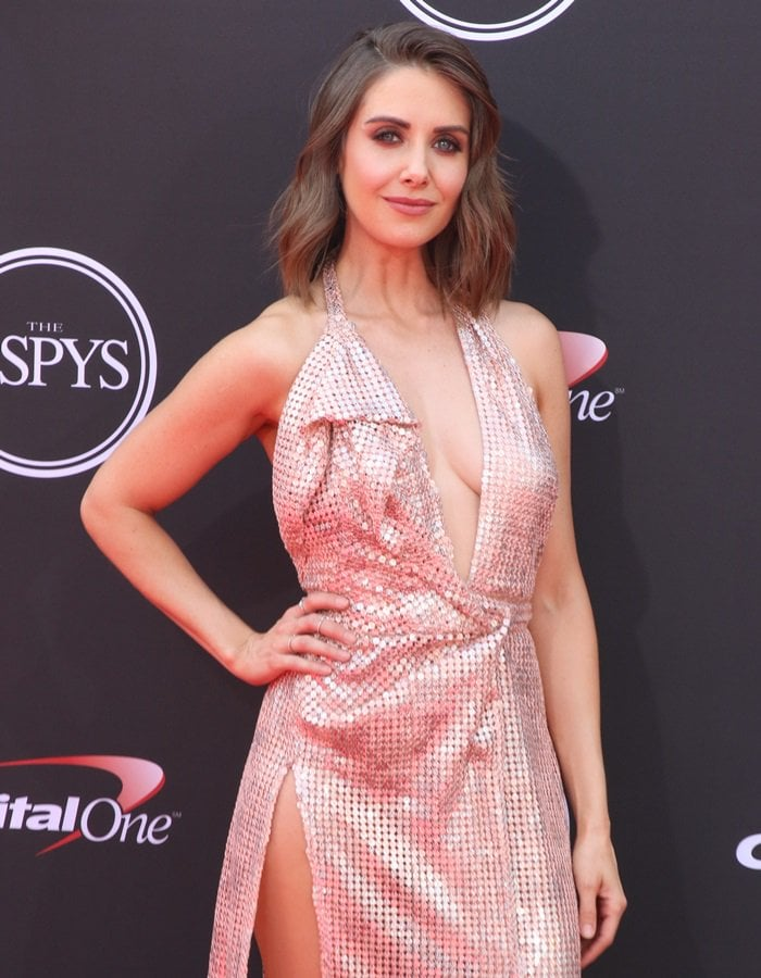 Alison Brie hit the red carpet with hair by Clariss Anya Rubenstein and makeup by Mai Quynh for the 2018 ESPYs held at Microsoft Theater in Los Angeles on July 18, 2018