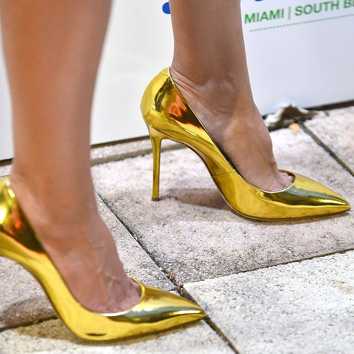 "Heidi Klum's sexy feet in Giuseppe Zanotti ""Yvette"" gold-mirror-leather pointy toe pumps"