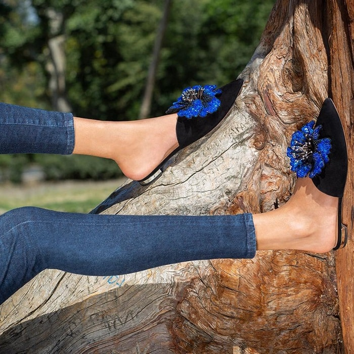 Adorned with a floral embellishment at the upper, our Disco Flower mule flat is a chic and comfortable alternative to a classic pump