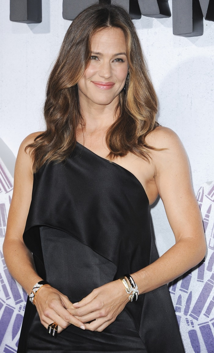 Jennifer Garner's Narciso Rodriguez duchess satin cocktail dress