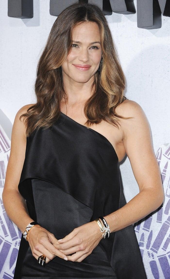 Jennifer Garner's Narciso Rodriguez duchess satin cocktail dress