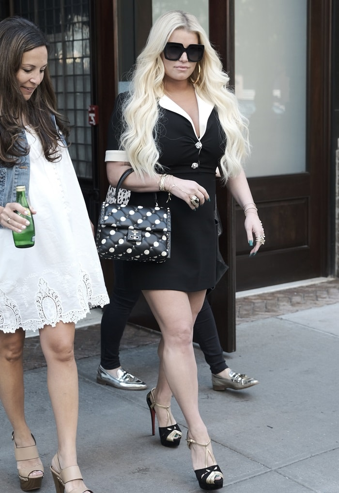 Jessica Simpson leaving her hotel in a black and white contrast trim jersey dress from Gucci