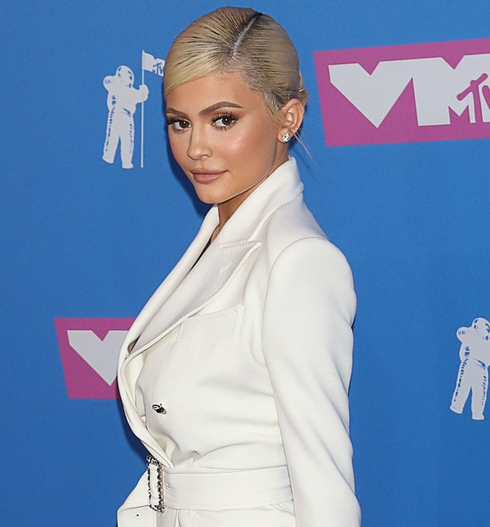 Kylie Jenner surprised everyone by looking very cuteat the 2018 MTV Video Music Awards held at Radio City Music Hall in New York City on August 20, 2018