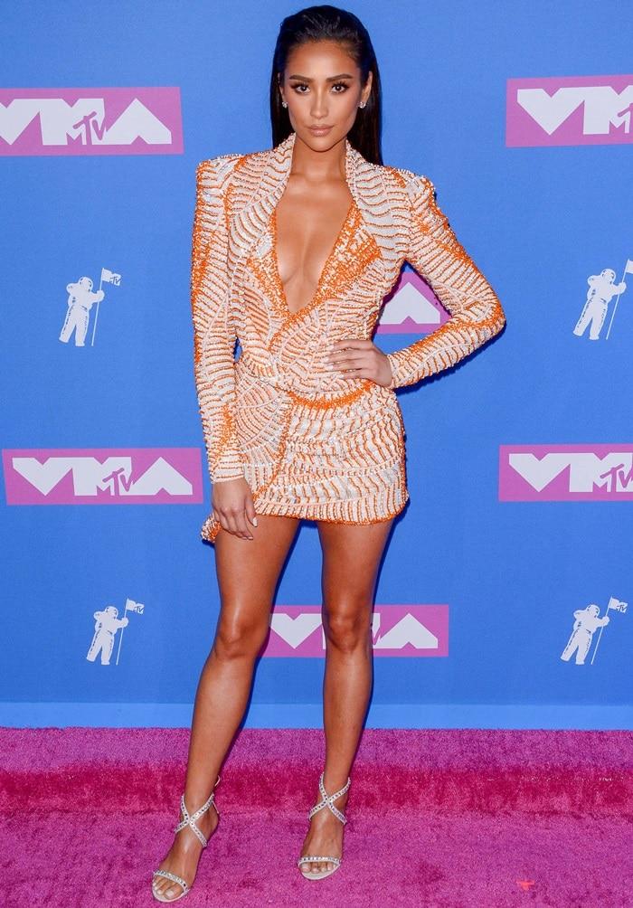 Shay Mitchell channeledKim Kardashian in her long-sleeved dress by Nicolas Jebran