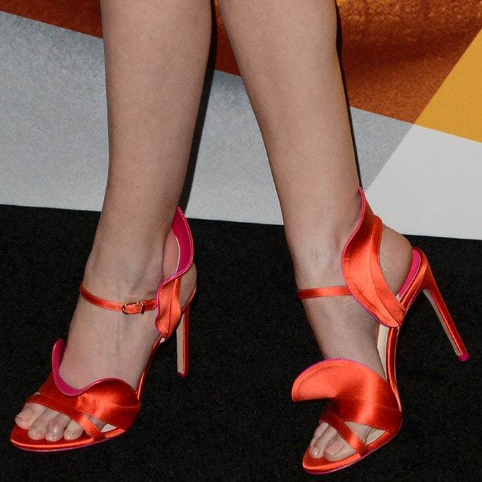 Anna Kendrick shows off her feet in colorful sandals