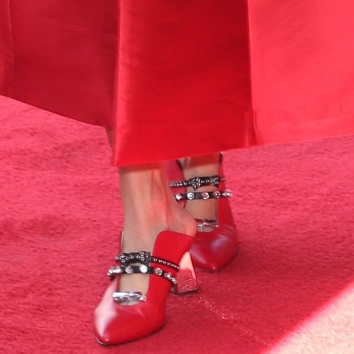 Carrie Underwood's Minna Parikka shoes feature a red upper split at the center and gorgeous metallic bow embellishments