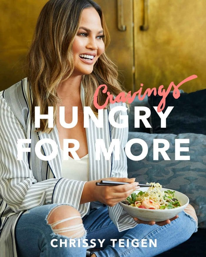 Cravings: Hungry for More takes us further into Chrissy s kitchen . . . and life. It s a life of pancakes that remind you of blueberry pie, eating onion dip with your glam squad, banana bread that breaks the internet, and a little something called Pad Thai Carbonara.