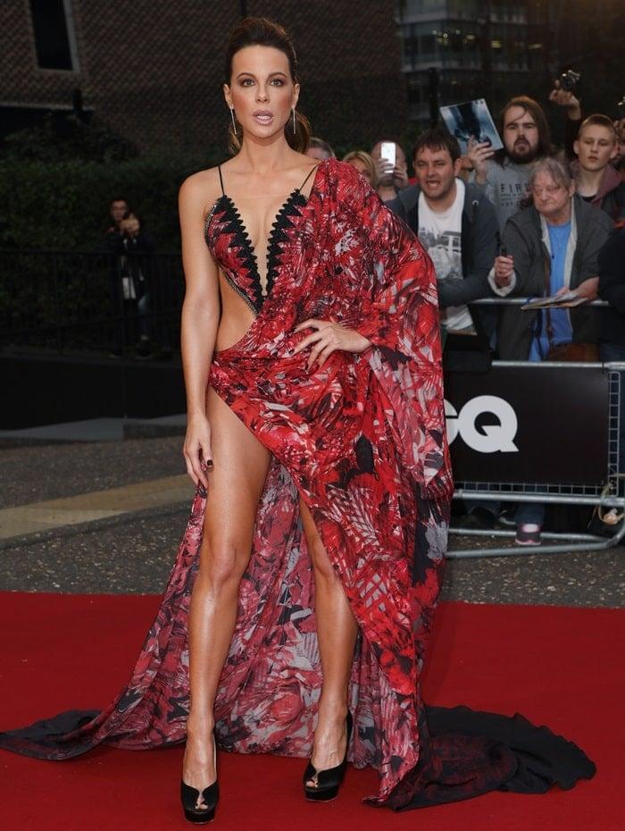 Kate Beckinsale flaunting her sexy legs in a revealing Julien Macdonald Spring 2018 handkerchief dress
