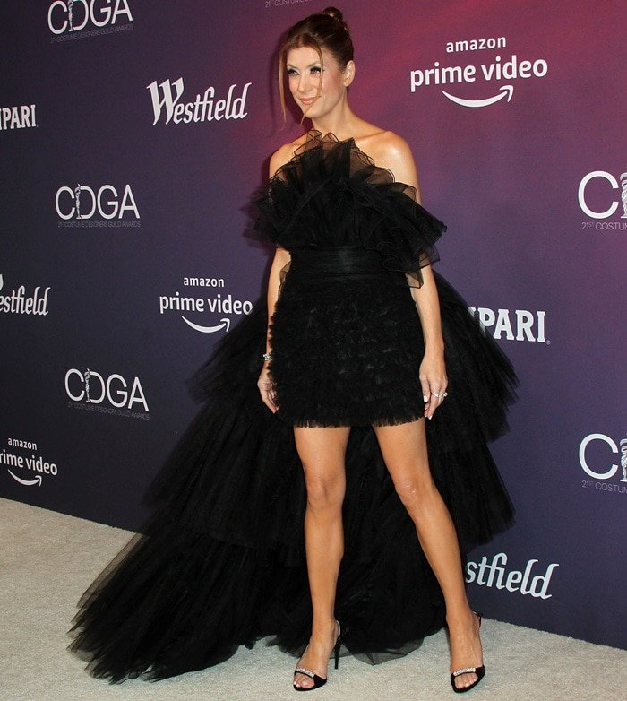 Kate Walsh flashed her legs in a black dress