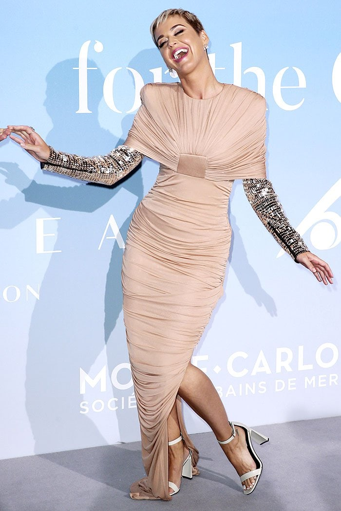 Katy Perry having a laugh on the pale lavender carpet