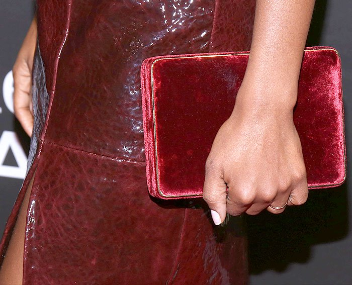 Details of Kerry Washington's gold-trimmed red velvet box clutch.
