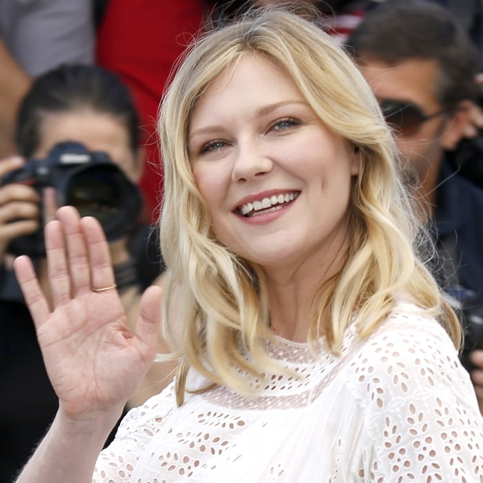 Kirsten Dunst was convinced by Sofia Coppola not to fix her teeth
