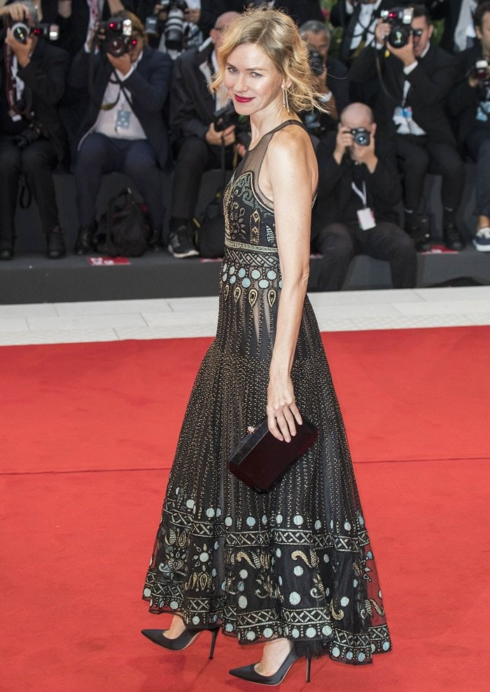 Naomi Watts in a Christian Dior Fall 2018 Haute Couture dress and black pointy-toe pumps