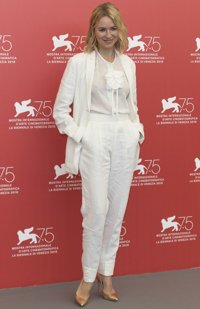 Naomi Watts donned a Giorgio Armani linen suit from the Resort 2019 Collection styled with Cartier jewelry