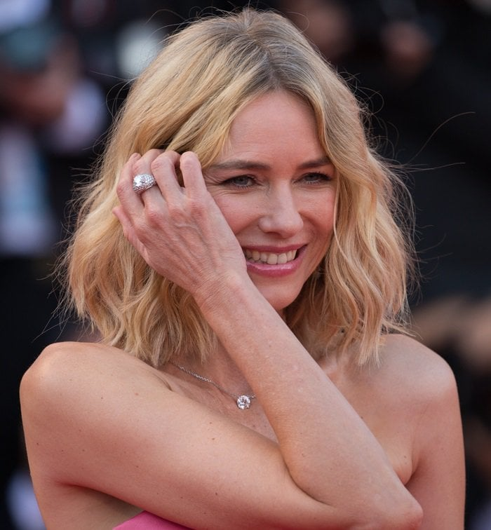 Naomi Watts accessorized with breathtaking Cartier jewelry