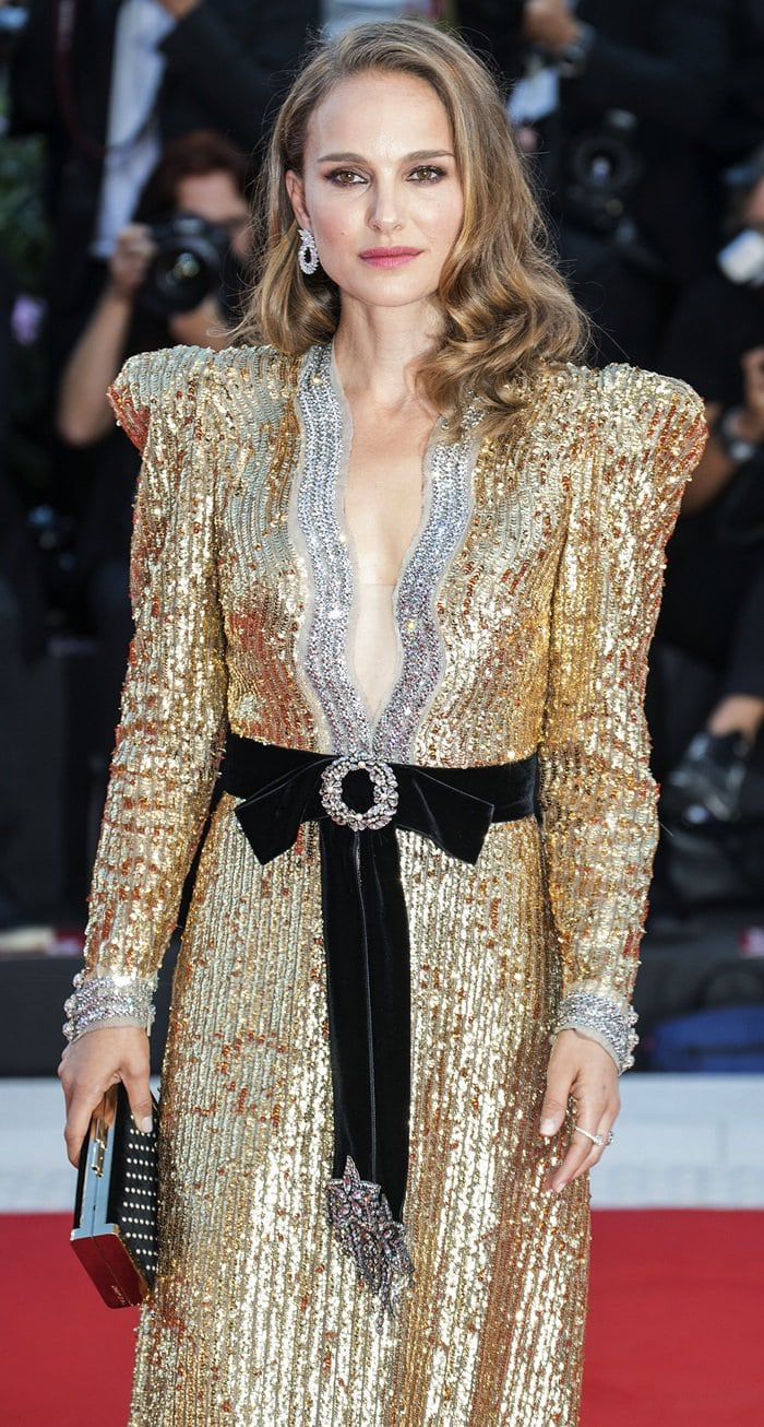 Natalie Portman's Gucci sequin long-sleeve gown that features a clashing crystal-embellished belt
