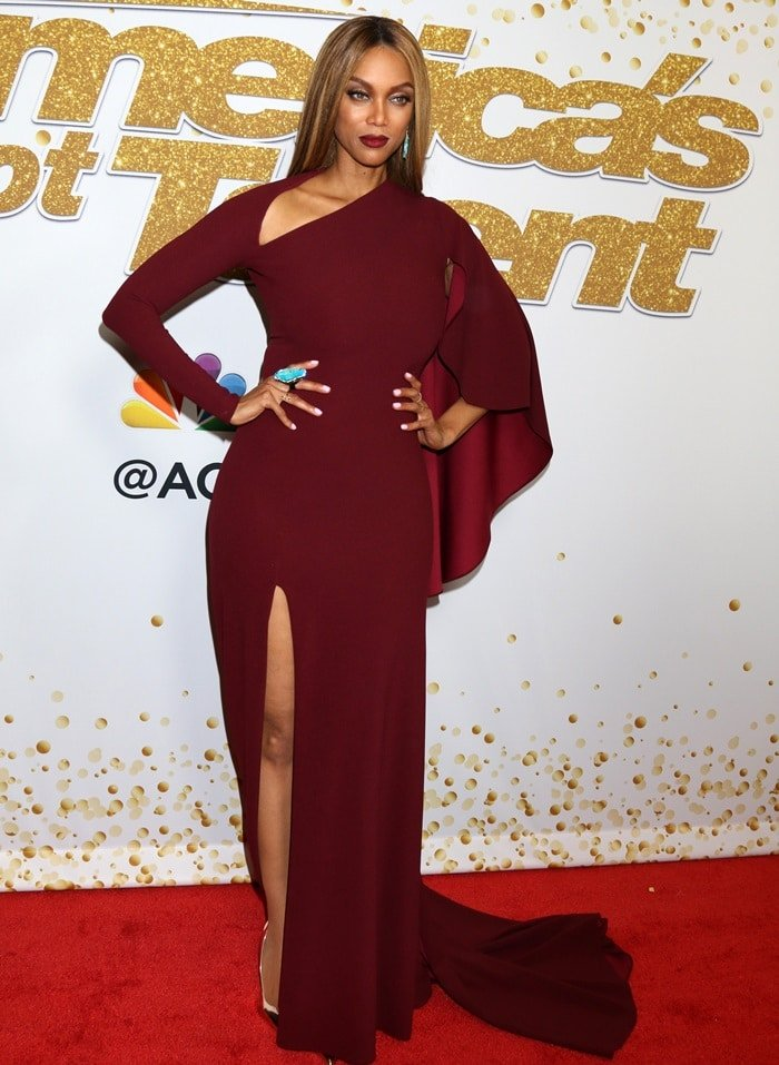 Tyra Banks showing off her Jared Lehr Jewelry earrings and a JBugJules Jewelry ring on the red carpet at the Dolby Theatre following the second live show of America's Got Talent season 13 in Hollywood on August 21, 2018