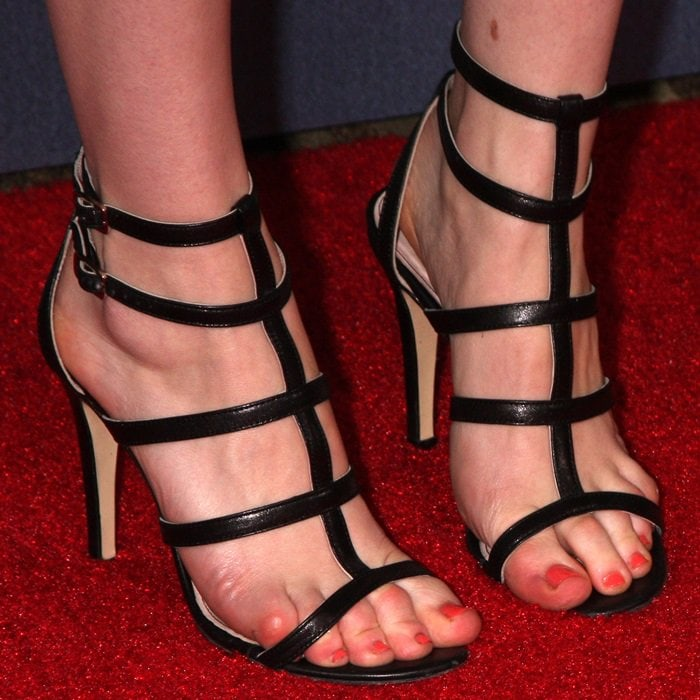 Rachel Brosnahan shows off her miserable toes