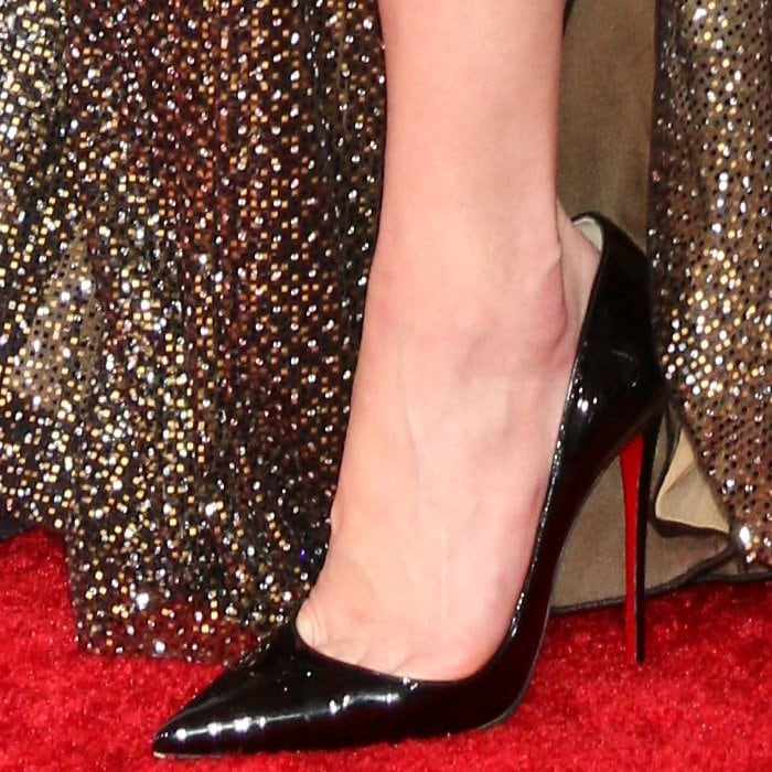 Amber Heard shows off her perfect feet in black patent So Kate pumps