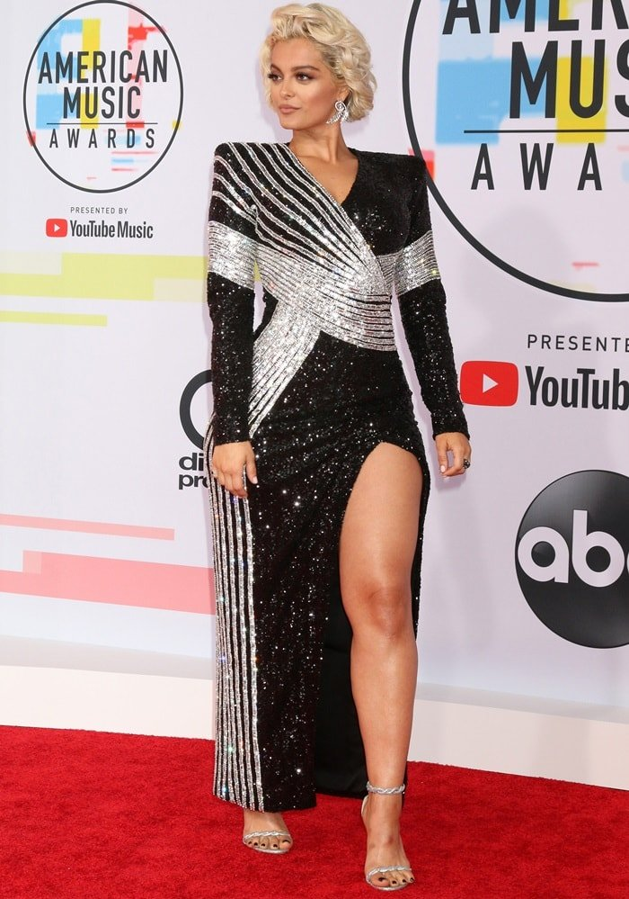 Bebe Rexha looked incredible at the 2018 American Music Awards at the Microsoft Theater in Los Angeles on October 9, 2018