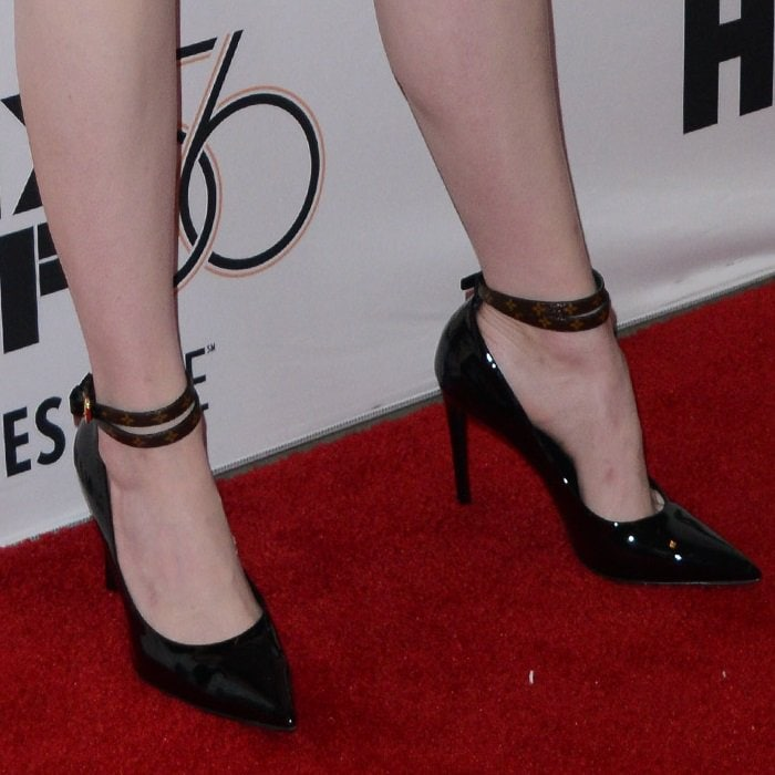 Emma Stone flaunts her pretty feet and legs in Call Back pumps