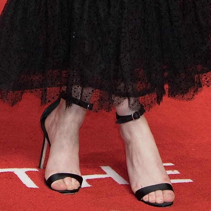 Rachel Brosnahan's rough, dry feet