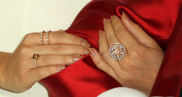 Sarah Hyland's Kallati and Djula diamond rings