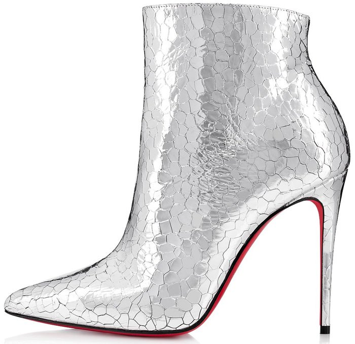 The silver ankle boots So Kate Booty crafted in hammered Specchio leather with shiny reflects represent both audacity and savoir-faire