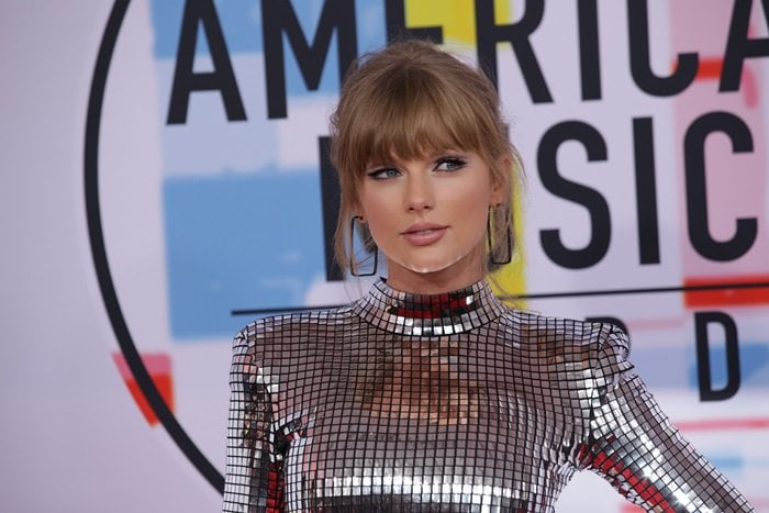 Taylor Swift shows off her diamond rectangle hoop Ofira earrings