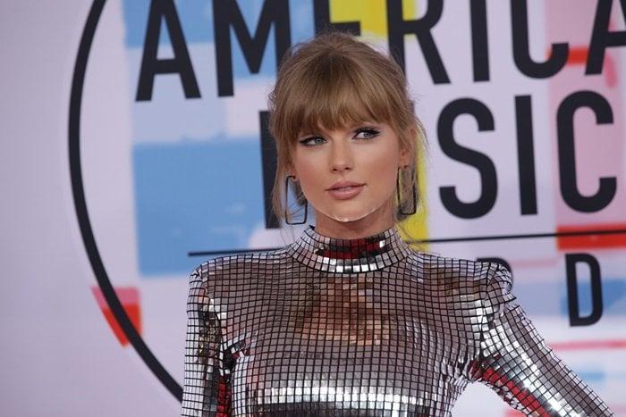 Taylor Swift shows off herdiamond rectangle hoop Ofira earrings