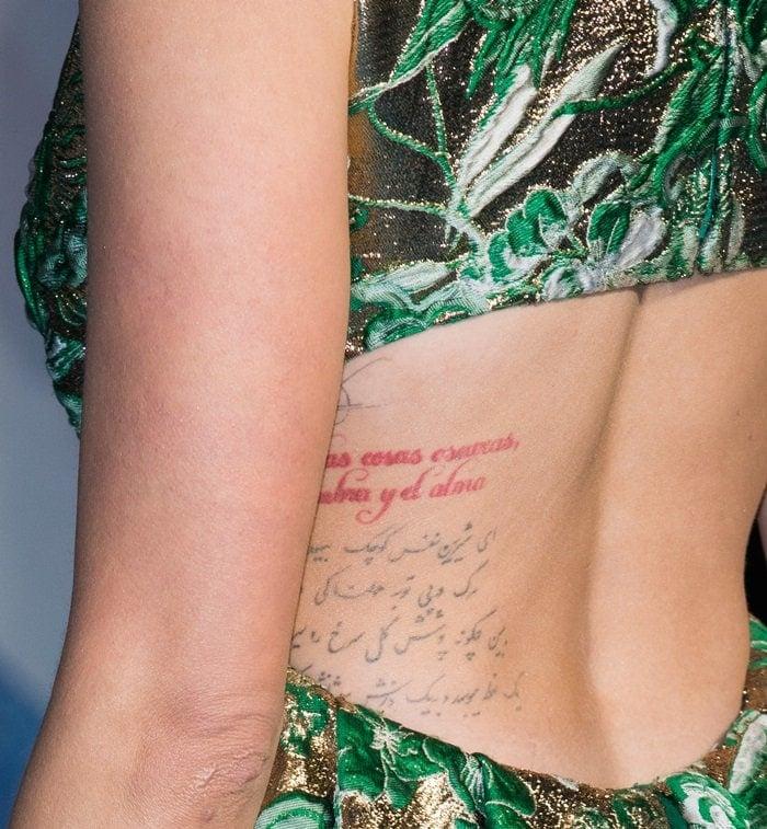 Amber Heard'sPersian (Farsi) body tattoo is a phrase byOmar Khayyam