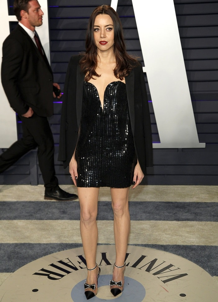 Aubrey Plaza flaunted her legs at the 2019 Vanity Fair Oscar Party at the Wallis Annenberg Center for the Performing Arts in Beverly Hills, California, on February 24, 2019