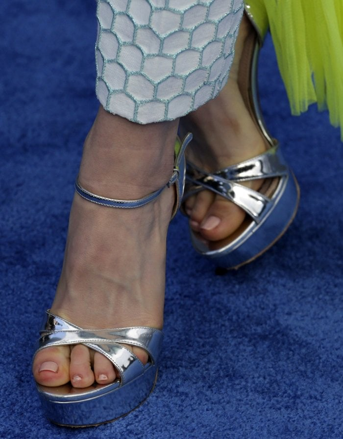 Kiernan Shipka shows off her sexy feet in metallic sandals