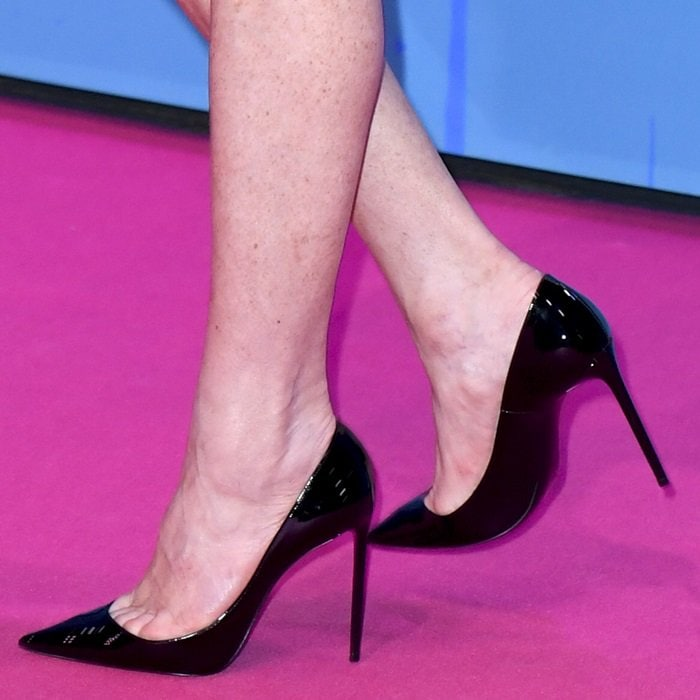 Lindsay Lohan reveals toe cleavage in Zoe patent-leather pumps