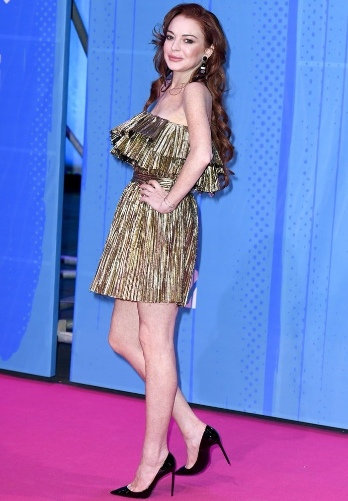 Lindsay Lohan flaunts her slender legs at the 2018 MTV Europe Music Awards