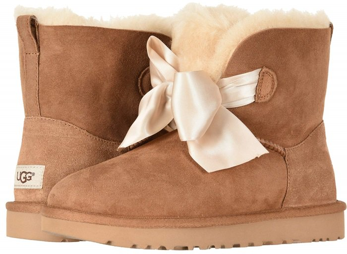 Pull-on mini boot in twinface sheepskin with a sueded upper and fur lining