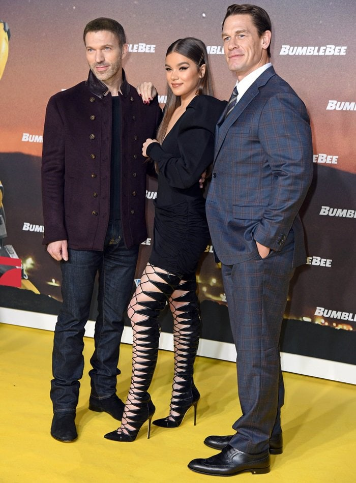 Hailee Steinfeld posing with her co-star John Cena and director Travis Knight at the Bumblebee premiere in Berlin, Germany, on December 3, 2018