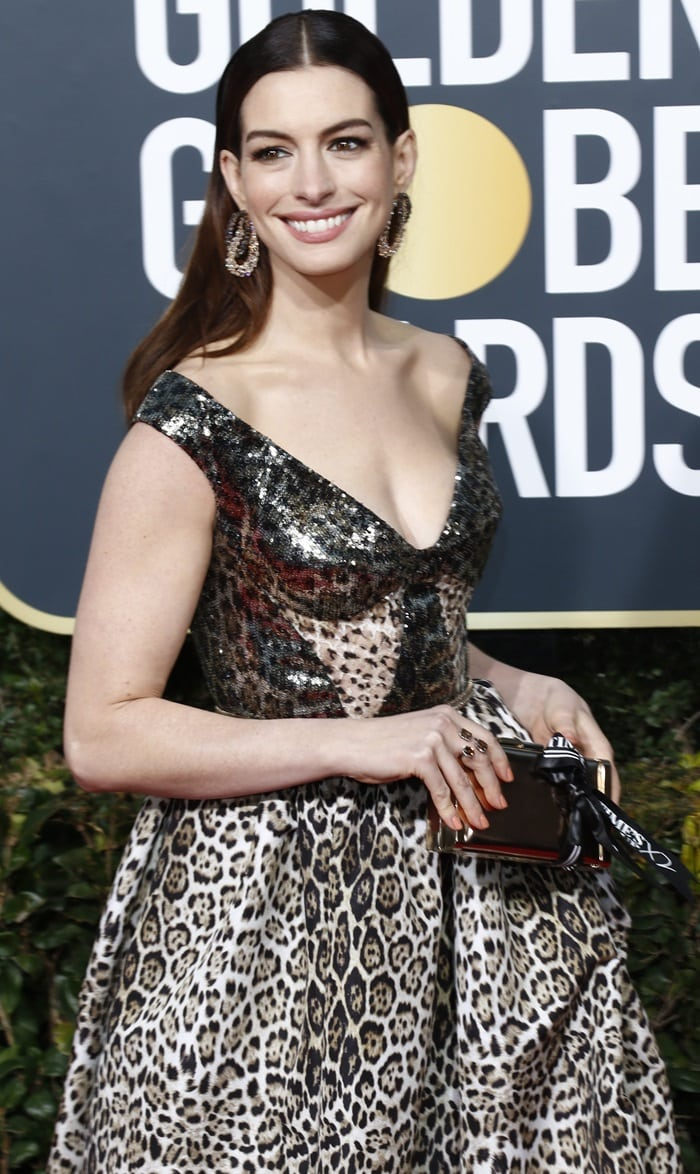 Anne Hathaway's off the shoulder v-neck leopard print gown