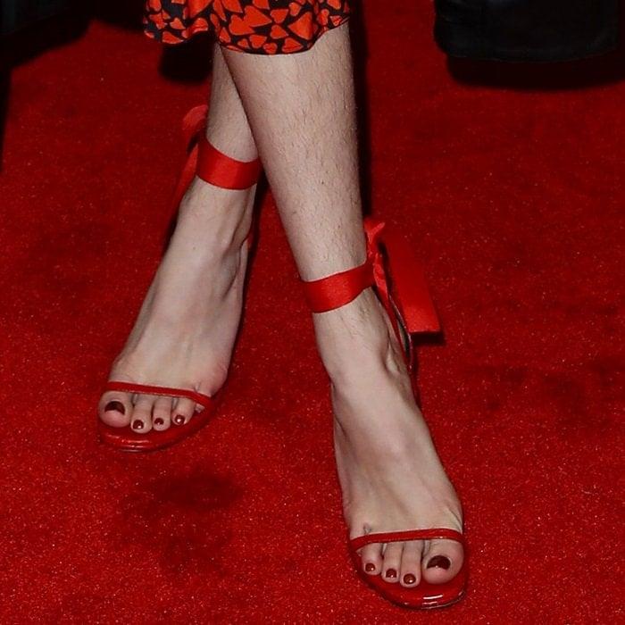 Bella Thorneshowing off her beautifully manicured toenails