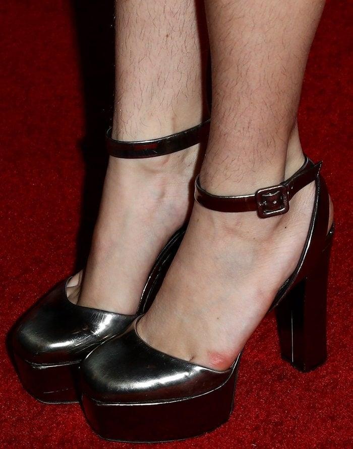 Bella Thorne's hairy legs in black platform shoes