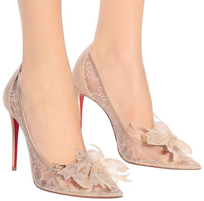 Delicatissima 100 pumps in a sheeny champagne hue and backed with satin