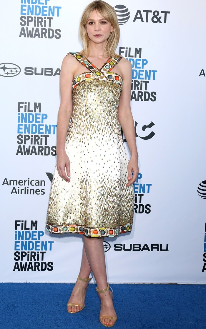 Carey Mulligan paraded her legs on the blue carpet at the 2019 Film Independent Spirit Awards