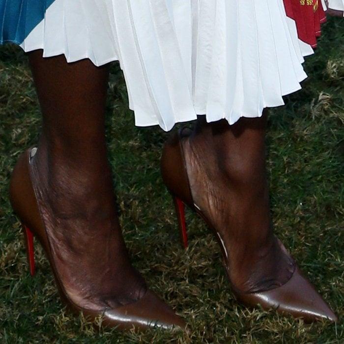 Danai Gurira shows toe cleavage in Iriza pumps by Christian Louboutin