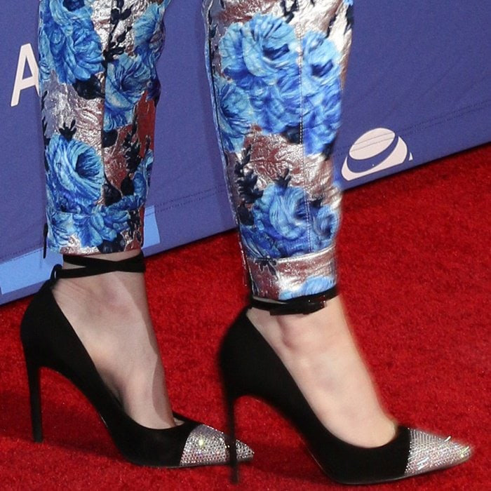 Emma Stone shows off her feet in cap-toe pumps from Louis Vuitton