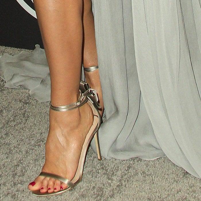Heidi Klum shows off her feet ingrey satin Alina Bow sandals
