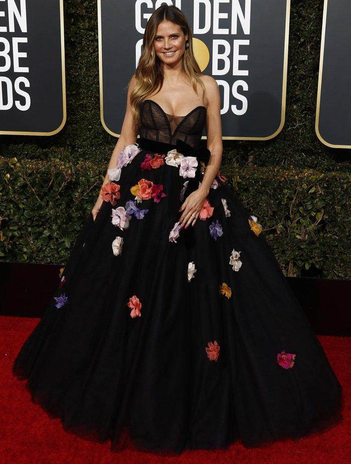 Heidi Klum'sstrapless flower embellished ballgown with plunging neckline