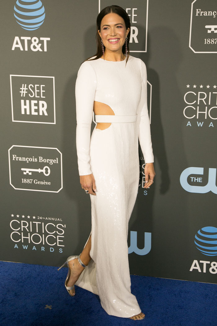 Mandy Moore in a custom Michael Kors white sequined belted waist-cutout dress and Gianvito Rossi silver 'Portofino' sandals
