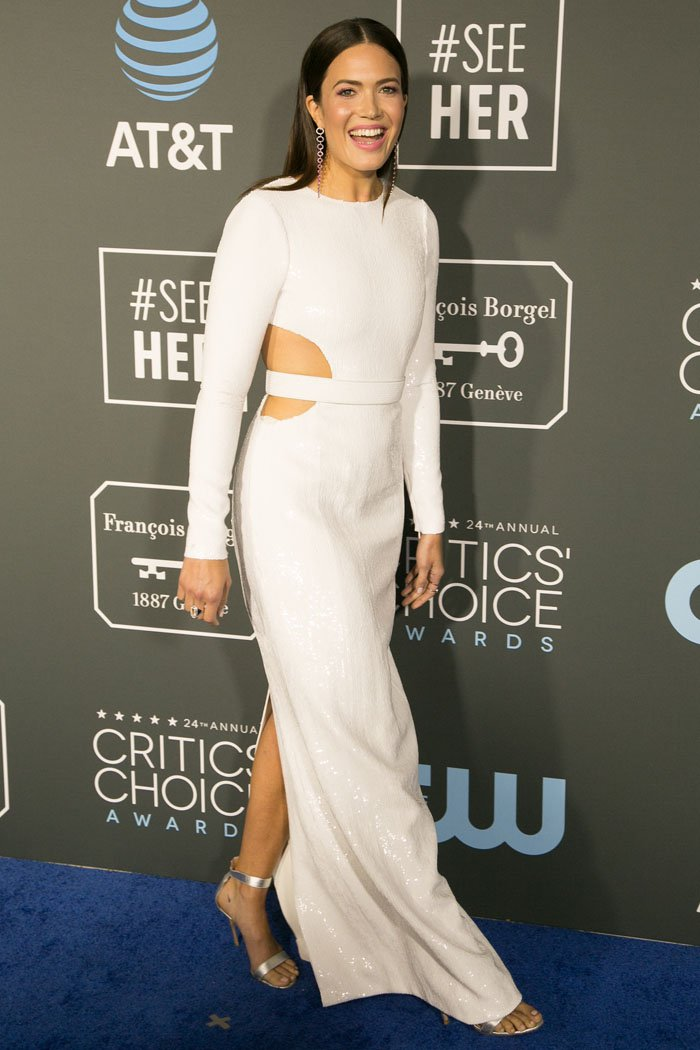 Mandy Moore arriving at the 2019 Critics' Choice Awards at the Barker Hangar in Santa Monica, California, on January 13, 2019