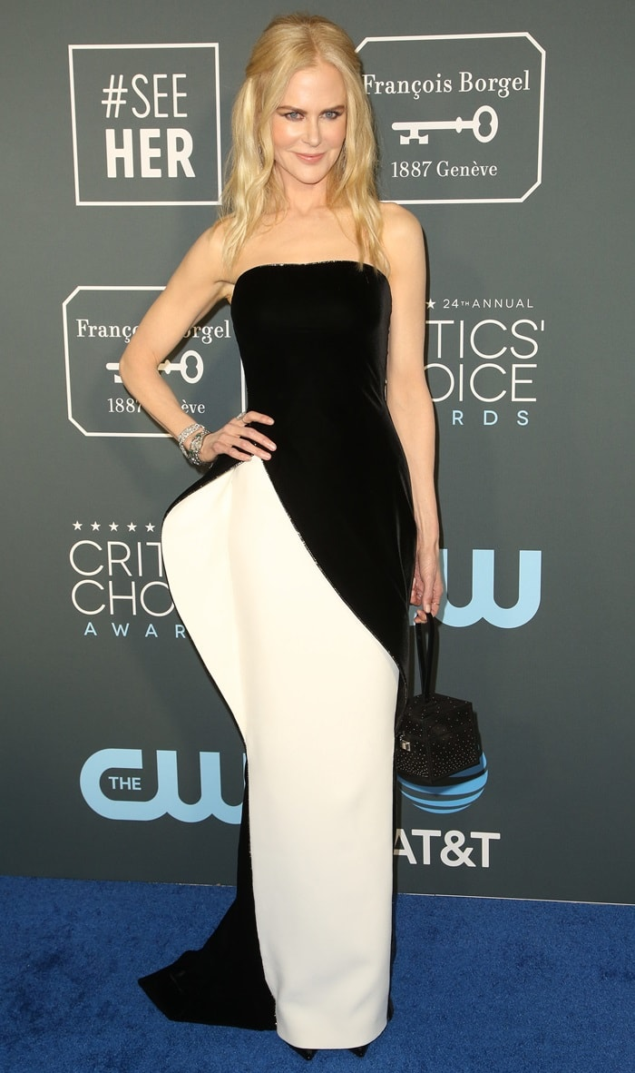 Nicole Kidman'sstrapless monochrome Armani Privé Fall 2018 gown